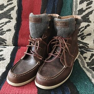 Sperry Leather lace up booties